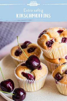 Kirschmuffins - - Kirschmuffins Die besten Cupcake und Muffin Rezepte These muffins are nice and fluffy and thanks to the cherries also super juicy! A short 15 minutes of preparation make this recipe a favorite! Simple Muffin Recipe, Healthy Muffin Recipes, Healthy Muffins, Donut Recipes, Healthy Dessert Recipes, Cupcake Recipes, Muffins Sains, Cherry Muffins, Baby Muffins