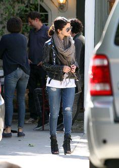 Selena Gomez: Skinny Jeans, Leather Jacket