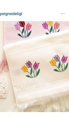 This Pin was discovered by Cec Cross Stitch Borders, Cross Stitch Flowers, Cross Stitch Designs, Cross Stitching, Cross Stitch Embroidery, Hand Embroidery, Cross Stitch Patterns, Quilt Patterns, Embroidery Designs