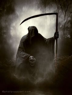 Grim Reaper - makes me think to have fog coming from under reapers robe and have reaper holding a skull in his hand. Make the reaper all black instead of skeletal and it will really stand out. Makes me feel like he has been reaping souls. Grim Reaper Art, Don't Fear The Reaper, Dark Fantasy Art, Dark Art, Creepy, Scary, Reaper Tattoo, Foto Art, Angel Of Death