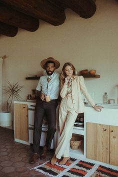 This couple rocked vintage fashion for their desert elopement | Image by Eunice Beck Arizona Wedding, Wedding Desert, Elopement Inspiration, Elopement Ideas, Wedding Blog, Wedding Venues, Wedding Dress, Bride Look, Wedding Photography