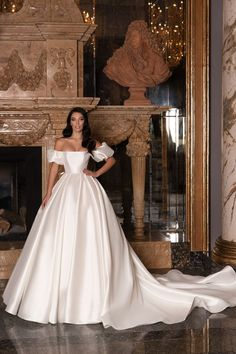 Hey brides-to-be, get ready to pin the dresses in the Edem 2020 Bridal Collection by WONÁ. Elegant Wedding Dress, Perfect Wedding Dress, White Wedding Dresses, Bridal Dresses, One Shoulder Wedding Dress, Wedding Gowns, Romantic Lace, Pretty Dresses, Beautiful Dresses