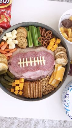 Charcuterie Recipes, Charcuterie Platter, Charcuterie And Cheese Board, Meat Cheese Platters, Party Food Platters, Party Trays, Yummy Appetizers, Appetizer Recipes, Party Snacks