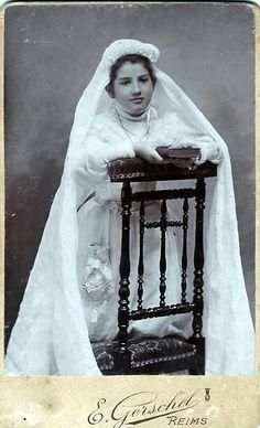Marguerite Paillet, Communiante (CDV by E. Gerschel, 20 Rue de Vesle, Reims, France)