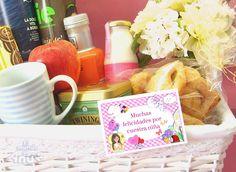 Tarjeta de felicitación para completar esta estupenda cesta de desayuno enviada a la clínica. ¡Enhorabuena papis!