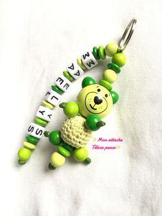 Porte clés personnalisé en bois prenom ou autre ~ modèle ours vert