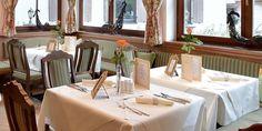 Feiern im Hotel #WalchseerHof Table Settings, Table Decorations, Furniture, Home Decor, Ski Trips, Winter Vacations, Summer Vacations, Table Top Decorations, Interior Design