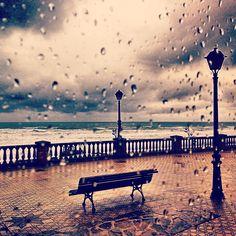 Sisters and the City Enjoy The Silence, Outdoor Furniture, Outdoor Decor, Benches, Rain, City, Travel, Home Decor, Pintura