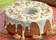 Aprenda a preparar bolo natalino de nozes com esta excelente e fácil receita. Este bolo de nozes simples é perfeito para o Natal, sobretudo se você estiver com pouco... Food C, Love Food, Sweet Recipes, Cake Recipes, Confort Food, Brownie Cake, Love Cake, Creative Food, Just Desserts