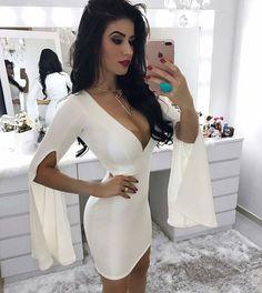 Esse vestido sabe ser perfeito!  #perfect #dress  Disponível nas cores branco preto e azul serenity (a cor do ano!)   Em neoprene   R$12990 em até 12x   FRETE GRÁTIS