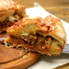 Καρβέλι γεμιστό με κρέας — Paxxi Cheesesteak, Pulled Pork, Salmon Burgers, Bread, Dinner, Vegetables, Cooking, Ethnic Recipes, Food