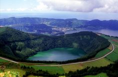 Portugal: 7 natural wonders - via Heart of a Vagabond 16.12.2014 | Portugal is a magical place. Despite being a tiny coastal country, if offers an incredible diversity in climate, nature and scenery. Photo: Azores islands