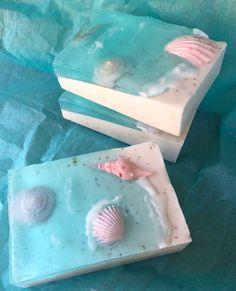 hand made soap Handmade Soap Recipes, Soap Making Recipes, Handmade Soaps, Handmade Headbands, Handmade Rugs, Handmade Crafts, Homemade Soap Bars, Jelly Soap, Green Soap