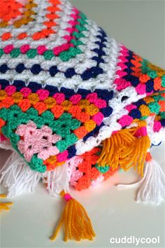 Boho Picknick-kleed Haken – Cuddlycool Boho, Rug Hooking, Bed Spreads, Crochet Patterns, Crochet Afghans, Projects To Try, Weaving, Diy Crafts, Blanket