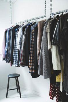 Apartment walk in closet organization diy clothing racks 43 super Ideas Hanging Wardrobe, Hanging Closet, Garderobe Design, Wardrobe Systems, Diy Room Decor For Teens, Closet Remodel, Build A Closet, Home Decor Furniture, Closet Organization