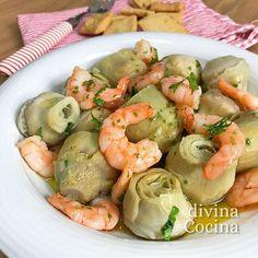 Para elaborar estas alcachofas con langostinos: Para 4 personas: 12 alcachofas medianas - 250 gr de langostinos limpios y pelados - Media cebolla - 2 dientes de ajo - 1 hoja de laurel - 1 cucharadita de harina - 100 gr de taquitos de jamón ibérico - Limón - 1 vasito (150 ml) de vino blanco (son perfectos los finos de Jerez, la Manzanilla o los olorosos secos) - Sal. pimienta, perejil picado y aceite de oliva virgen extra Clean Recipes, Cooking Recipes, Healthy Recipes, Quick Meals, No Cook Meals, Cocina Light, Good Food, Yummy Food, Flan