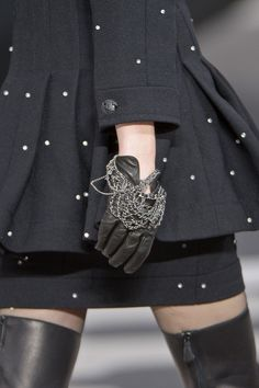 Chanel at Paris Fashion Week Fall 2013 - Details Runway Photos Chanel Fashion, High Fashion, Fashion Show, Womens Fashion, Paris Fashion, Couture Details, Fashion Details, Karl Otto, Looks Style