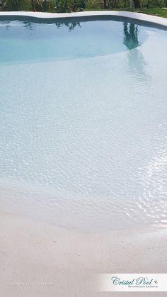 "Piscina com Revestimento ""Bora-Bora"", exclusivo da Cristal Pool."