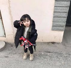 Get a fantastic collection of babies and kids fashion that inc… – Cute Adorable Baby Outfits Cute Asian Babies, Korean Babies, Asian Kids, Cute Babies Photography, Children Photography, Kids Girls, Baby Kids, Ulzzang Kids, Dream Baby
