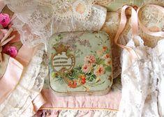 ロマンティックで華やかなデザインのアンティーク紙箱 - O Bel Inventaire-Bis*アンヴァンテール・ビス*