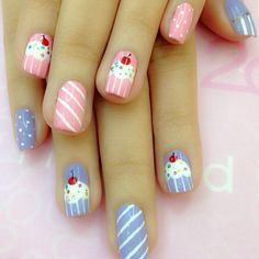 False nails have the advantage of offering a manicure worthy of the most advanced backstage and to hold longer than a simple nail polish. The problem is how to remove them without damaging your nails. Birthday Nail Designs, Birthday Nail Art, Cupcake Birthday, Fancy Nails, Trendy Nails, Diy Nails, Cute Nail Art, Cute Nails, Cupcake Nail Art