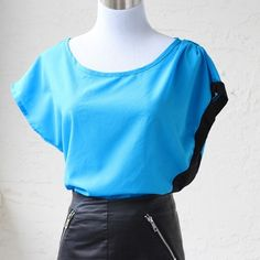 """Color block Retro Top (Fits M &/OR L) ❤️ BUNDLES ❤️ Discounts on bundles ❌ NO TRADES ❌ NO Low Balling  •NWT•  - Loose fit - Short sleeve  MEASUREMENTS: - Size: M &/OR L (tag says XL) runs small - length: 24.85"""" Approximately Tops"""
