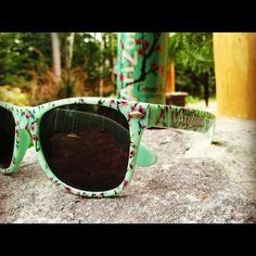Arizona sun glasses ^^ want Arizona Green Teas, Arizona Tea, Eyewear, Things I Want, Bling, Sunglasses, Creative Ideas, Crafts, Accessories