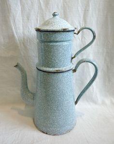 Grande cafetière familiale ancienne en tôle émaillée jaspée bleu/blanc vers 1940