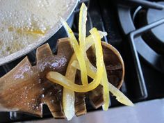 How to Make Candied Lemon Peels - Easy Video Tutorial Candied Lemon Peel, Candied Lemons, Candied Orange Peel, Candied Fruit, Clean Diet, Homemade Candies, Veggie Recipes, Veggie Food, Kitchen Recipes