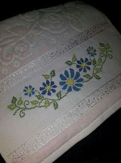 Easy Crochet Blanket, Cross Stitch Animals, Floral Border, Border Design, Christmas Cross, Cross Stitch Designs, Hand Embroidery, Needlework, Diy And Crafts