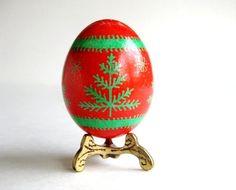 Pysanka rouge avec des arbres de Noël batik par UkrainianEasterEggs, $19.95