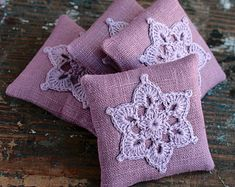 These unique lavender sachets are sewn from linen with a crocheted motif. Sachets contain high quality dried lavender (approx. 23 g / 0.8 oz). There are