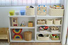¿Qué hay en nuestros estantes? (Fiesta de enlaces #elcambioempiezaentufamilia) - What's in our shelves? (Link up) • Montessori en Casa