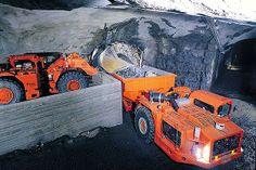 Mitä Sandvik Mining and Construction Oy valmistaa? Sandvik has developed automated loaders and dump trucks using robotic technology.