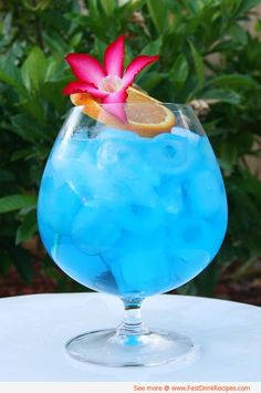 Made with blue curacao, vodka and grapefruit juice, it's an easy-drinking, slightly sweet/tart, bright Caribbean blue cocktail.