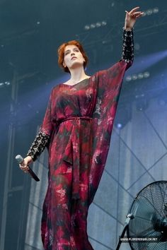 Florence Welch media gallery on Coolspotters. See photos, videos, and links of Florence Welch. Florence Welch Style, Rihanna, Women In Music, Celebs, Celebrities, Thing 1, Designer Dresses, Boho Fashion, Beautiful People
