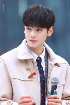 Good Looking Actors, Cha Eun Woo Astro, Eunwoo Astro, Celebs, Celebrities, Historian, Ikon, Taehyung, How To Look Better