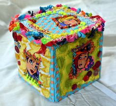 Types Of Fibres, Sewing Case, Small Sewing Projects, Fabric Boxes, Textiles, Treasure Boxes, Fabric Art, Vintage Cards, Textile Art