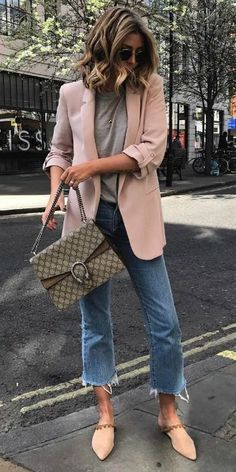 Emma Hill + blazer + playful shade of pale pink + roughly cut-off denim jeans + grey tee + pastel coloured flats Bag: Gucci, Shoes: Revolve, Blazer: Zara. fall coats for women chic Business Outfit Damen, Business Outfits, Trendy Business Attire, Pink Blazer Outfits, Casual Outfits, Pink Shoes Outfit, Blush Pink Outfit, Grey Jeans Outfit, Cropped Jeans Outfit