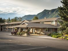 Sicamous (BC) Best Western Sicamous Inn Canada, North America Set in a prime location of Sicamous (BC), Best Western Sicamous Inn puts everything the city has to offer just outside your doorstep. The hotel offers a wide range of amenities and perks to ensure you have a great time. Facilities like 24-hour front desk, facilities for disabled guests, express check-in/check-out, luggage storage, Wi-Fi in public areas are readily available for you to enjoy. Comfortable guestrooms e...