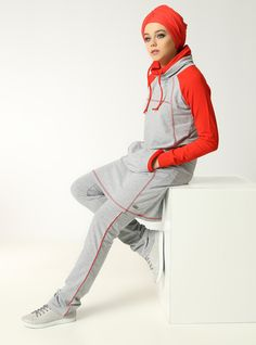 Modest Gym Outfits Gym Wear Ideas for Modest Workout Look Hijab Sport, Sports Hijab, Sport Style, Sport Sport, Womens Sports Fashion, Sport Fashion, Moslem Fashion, Hijab Stile, Tracksuit Tops