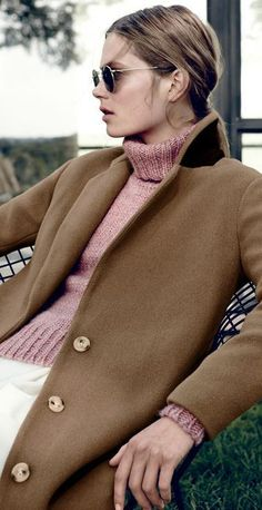 NOV Style Guide: J.Crew women's stadium-cloth topcoat, Ray-Ban retro round sunglasses, and chunky turtleneck sweater. Style Work, My Style, Preppy Style, Working Girl, Sweater Coats, Sweaters, Pink Sweater, Vogue, Style Guides