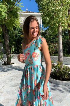VESTIDO PRIMAVERA TURQUESA - Rocío Osorno - Diseñadora de moda - Sevilla Evening Dresses, Prom Dresses, Floral Gown, Haute Couture Dresses, Spring Fashion Outfits, Camilla, Wedding Party Dresses, Designer Dresses, Satin
