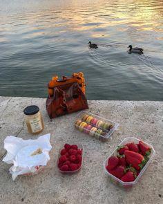 Foodie travel 586875395178051869 - anixmató – Source by Cute Food, Good Food, Yummy Food, Comida Picnic, Picnic Date, Summer Picnic, Think Food, Aesthetic Food, Food Cravings