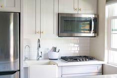 10 Best Kitchen Cabinet Paint Colors Best Kitchen Cabinet Paint, Update Kitchen Cabinets, Kitchen Cabinet Colors, Cabinet Decor, Painting Kitchen Cabinets, Kitchen Cabinetry, Kitchen Colors, Kitchen Ideas, Oak Cabinets