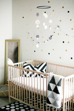 I love this black & white nursery design! #carouseldesigns #babygirl