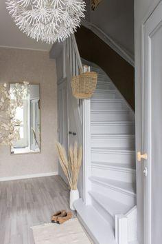 Trap verven: tips, inspiratie en voorbeelden Cosy House, Build Your House, Basement Bedrooms, House Stairs, Diy Room Decor, Home Decor, Interior Inspiration, Interior Ideas, Stairways