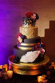 black and gold wedding cake on gold cake stand by The Cake Zone--Powel Crosley Estate wedding -Photo: Limelight Photography-Orange Blossom Bride-Orlando Wedding Blog