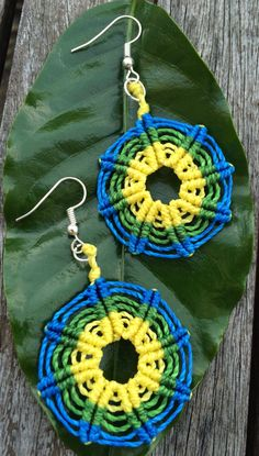 Green, blue and yellow wheel handmade macrame earrings by Vicrame on Etsy