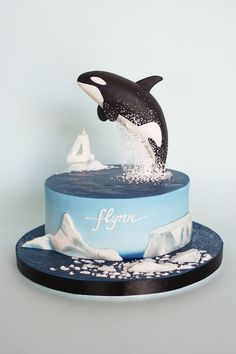 What a clean and beautiful design! Orca cake with a peaceful Arctic-ocean scene … What a clean and beautiful design! Orca cake with a peaceful Arctic-ocean scene makes this cake perfect for nature lovers! By Mionette Cakes Whale Cakes, Dolphin Cakes, Ocean Cakes, Beach Cakes, Pretty Cakes, Cute Cakes, Beautiful Cakes, Amazing Cakes, Anti Gravity Cake